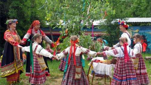 Как празднуют Троицу в России