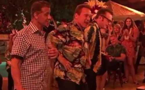 На дне рождения Шварценеггера Сталлоне выучил гавайский танец