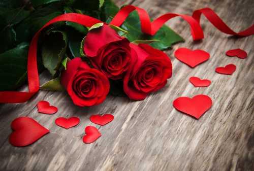 Любовь и романтика на День святого Валентина: букеты цветов и поздравления