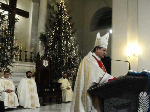 Рождество на торжественной вечерней мессе обязательно присутствуют даже те католики, которые редко посещают храм втечение года