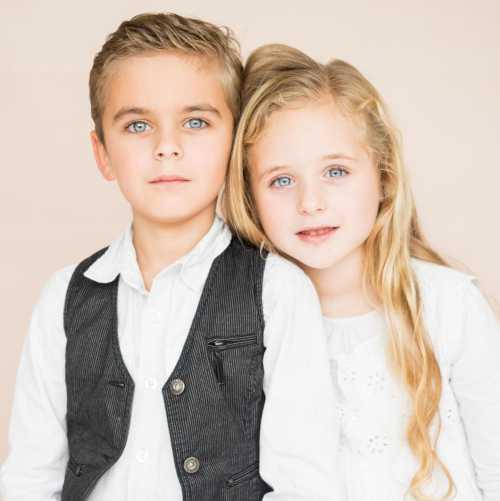 Близнецы мальчик и девочка