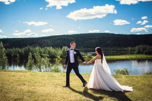 Если вы в реальной жизни состоите в браке и вам приснился сон, в котором гуляли на чужой свадьбе снится это к приятному сюрпризу