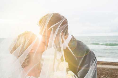 Если на чужой свадьбе вы гуляете и веселитесь, то скоро вас ждет встреча с шумной компанией друзей, причем во время этого веселья есть шансы встретить свою судьбу