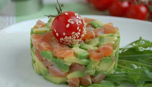 Салат с авокадо и семгой