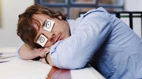 Недосып провоцирует мозг к созданию ложных