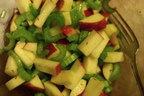 Салат из сельдерея с яблоком
